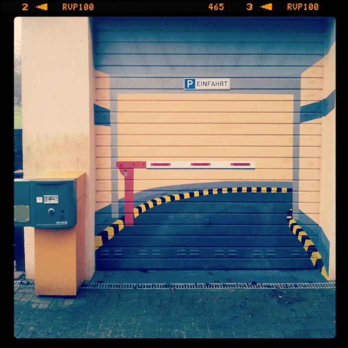 Kunst an der Garage - Garageneinfahrt in Velbert