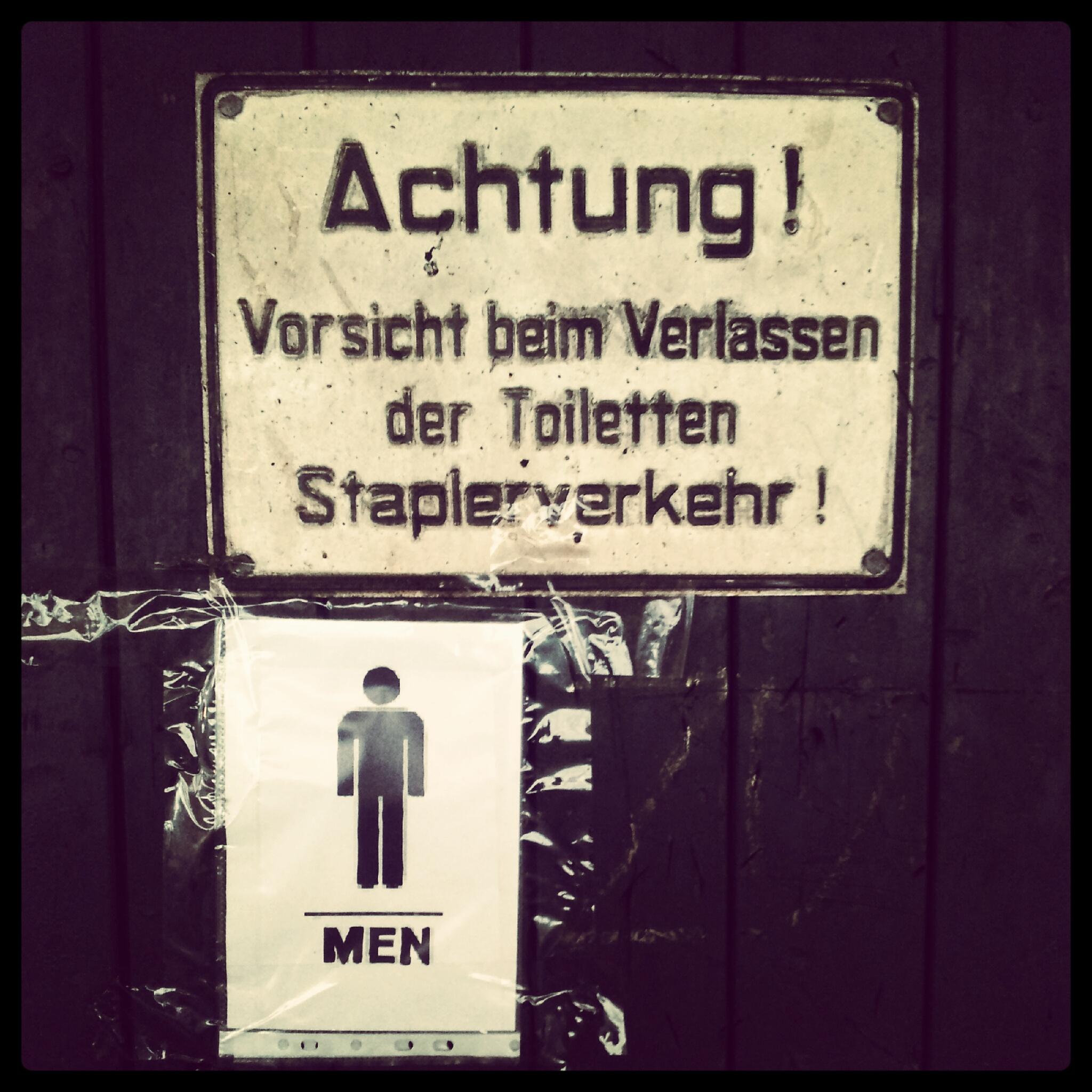 Aufpassen, wenn die Toilette verlassen wird!